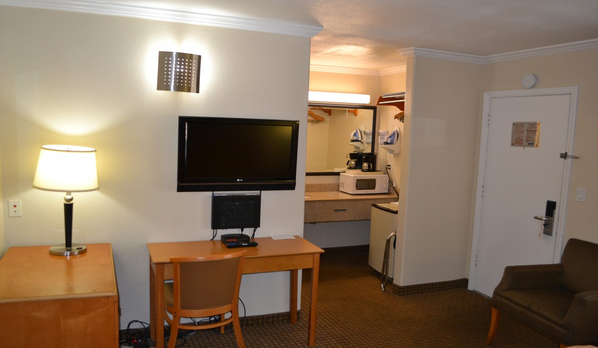Travel Inn San Francisco - Desk and free WiFi make Travel Inn ideal for business travel