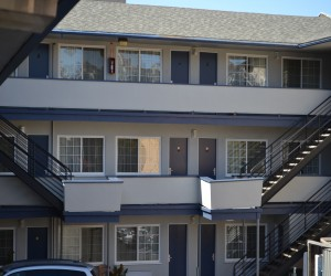 Travel Inn San Francisco - Three Story Exterior Corridor