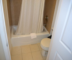 Travel Inn San Francisco - Full bathtub and shower